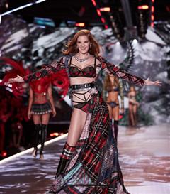 Alexina Graham Artık Bir Victoria's Secret Meleği!