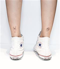 Ayak Bilekleriniz İçin Minimal ve Havalı Küçük Dövme Modelleri