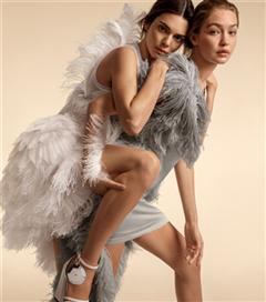 Burberry'nin Gigi, Bella ve Kendall Başrolündeki İlkbahar/Yaz Kampanyası