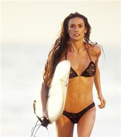 Filmlerden Unutulmaz Plaj Sahnelerinin Işığında Bikini Önerileri