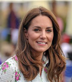 Kate Middleton'ın Çiçekli Elbise Tercihi