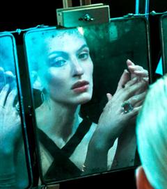 Kırık Aynalar ve Portreler