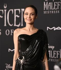 """Merakla Beklenen """"Maleficent"""" Film Prömiyerinde Şıklık Yarışı"""