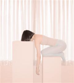 Pastel ve Minimalist Yalnızlık