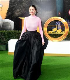 Selena Gomez'in Dolittle Prömiyerindeki Romantik Givenchy Seçimi