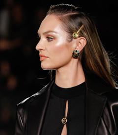 Versace Pre-Fall 2019 Defilesinin Büyüleyici Aksesuarları