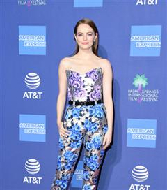 Yılın İlk Dikkat Çeken Kırmızı Halı Görünümü Emma Stone'dan Geldi