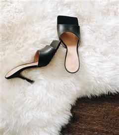 Yükselişte: Kare Burunlu Sandaletler