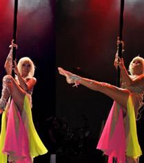 Ajda Pekkan striptiz şov yaptı