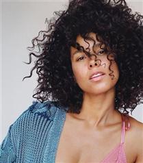 Alicia Keys Halkalı Şeker Türküsü ile Yüzdü