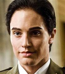 Angelina Jolie erkek olsa nasıl olurdu?