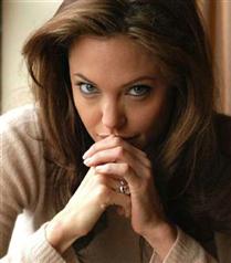 Angelina Jolie hakkında inanılmaz iddialar
