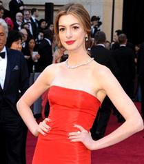 Anne Hathaway`ın Oscar Elbiseleri