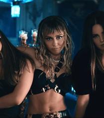 Ariana Grande, Miley Cyrus ve Lana Del Rey'den