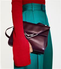 Bottega Veneta, Wardrobe 01 Kampanyasının Yıldızı The Clip Çanta