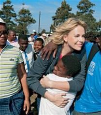 Charlize Theron Afrika gezisi