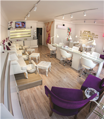 Chic Nail Spa and Beauty Lounge'da Kendinizi Şımartın