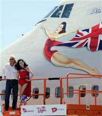 Dita von Teese artık uçak süslüyor