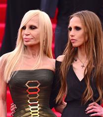 Donatella Versace'den Koronavirüs ile Mücadele İçin Bağış