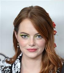 Emma Stone'un İddialı Neon Tercihi