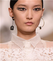 Dior Defilesi Güzellik Detayları