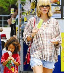 Heidi Klum ve oğlunun dondurma keyfi