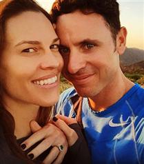 Hilary Swank Nişanlandı