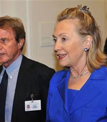 Hillary Clinton`ın kıskaç tokası