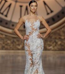 Irina Shayk Pronovias için Podyumda