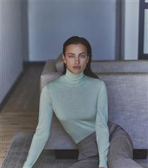 Irina Shayk Sıcacık Ev Halleriyle Falconeri'nin Yeni Yüzü Oldu