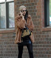 Irina Shayk'ın Mango Palto Tercihi