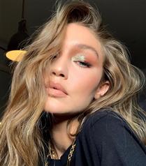Işıltılı Göz Makyajıyla Gigi Hadid