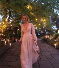 Jennifer Lawrence'ın Nişan Partisindeki Zarif Görünümü