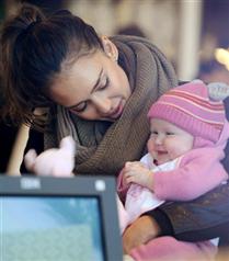 Jessica Alba bebeği Haven ile alışverişte