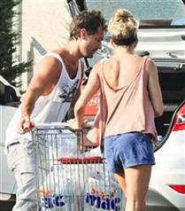 Jude Law ve Sienna Miller alışverişte