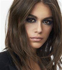 Kaia Gerber Yves Saint Laurent Markasının Yeni Makyaj Yüzü Oldu