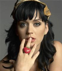 Katy Perry&#8217nin gelinliği merak konusu