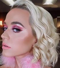 Katy Perry'nin Hayranlık Uyandıran Işıltılı Göz Makyajı