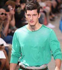 Louis Vuitton dövmesi