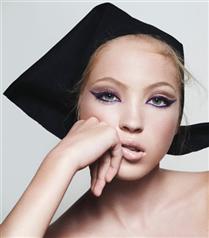 Marc Jacobs'ın Yeni Makyaj Yüzü Kate Moss'un Kızı Lila Moss Oldu!