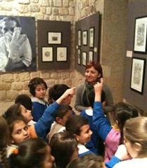 Mardinli Çocuklar Abidin Dino'yla resim yapıyor