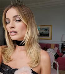 Margot Robbie'nin Cannes Makyajı Özel Günleriniz İçin İlham Olacak