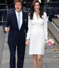 McCartney babası ve yeni eşini giydirdi