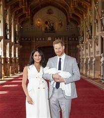Meghan Markle ve Prens Harry Bebekleri İle İlk Kez Aynı Karede!