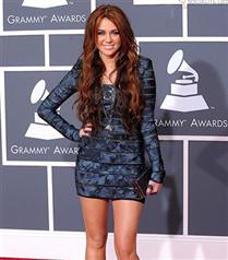 Miley Cyrus göğüslerine silikon yaptırıyor