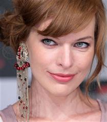 Milla Jojovich saçlarını bal köpüğüne boyattı