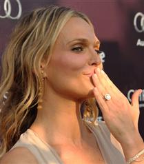 Molly Sims`in nişan yüzüğü