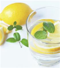 Limonlu Su İçmek İçin Dört Geçerli Sebep