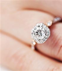 Nişan Yüzüğünüzü Evde Temizlemenin Yolları