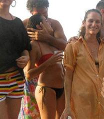 Özgü Namal tatilde bikinili görüntülendi